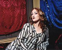 Kitty Diggins, burlesque queen